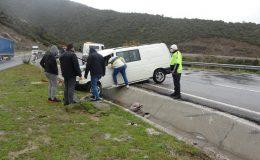 Ticari araç devrildi, biri çocuk 3 kişi yaralandı