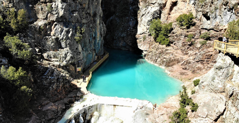 Türklere özgü turkuaz rengiyle ünlü Acıpayam Kanyonu turizme hazırlanıyor
