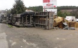 Uşak'ta servislerin karıştığı zincirleme kazada can pazarı yaşandı; 9 yaralı