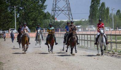 Kütahya'da rahvan at yarışları heyecanı
